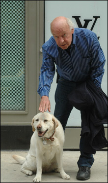 Eduardo Galeano (w dear, departed hound Rosie) (photo :Robert Birnbaum