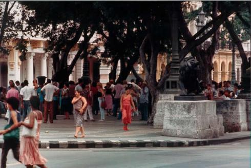 Prado, Havana Cuba [photo: Robert Birnbaum]